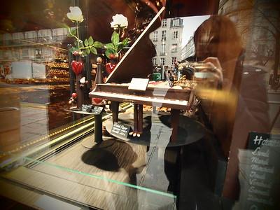 2.09.11_Gift shopping in the Marais, Rue de Rivoli, Jardin du Luxembourg, Cathedrale de Notre Dame de Paris, Hotel de Ville, Rue de Rivoli, 12 Rue des Ecouffes