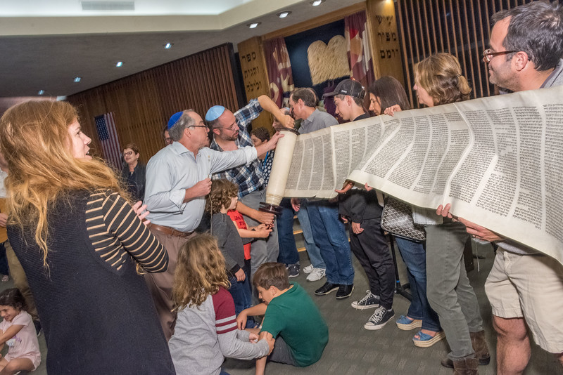 Simchat Torah-365.jpg