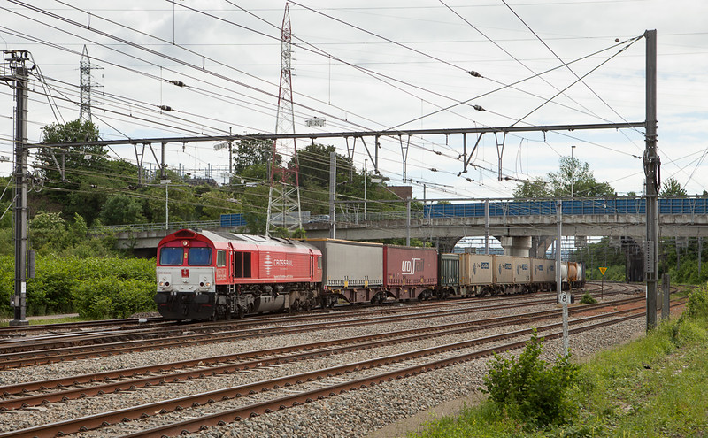 Crossrail DE6308 accelerates the 48542 (Geleen-Lutterade/NL - Sittard/NL - Vise - Novara/I) after running around in Vise Bas.