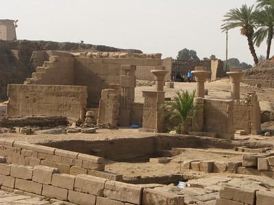 0407 Karnak, Deir el-Medine, Deir el-Bahari és a Királyok Völgye