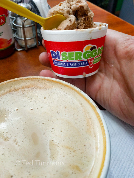 Yay, Di Serggio is still in Quito! The gelato is as tasty as I remembered.
