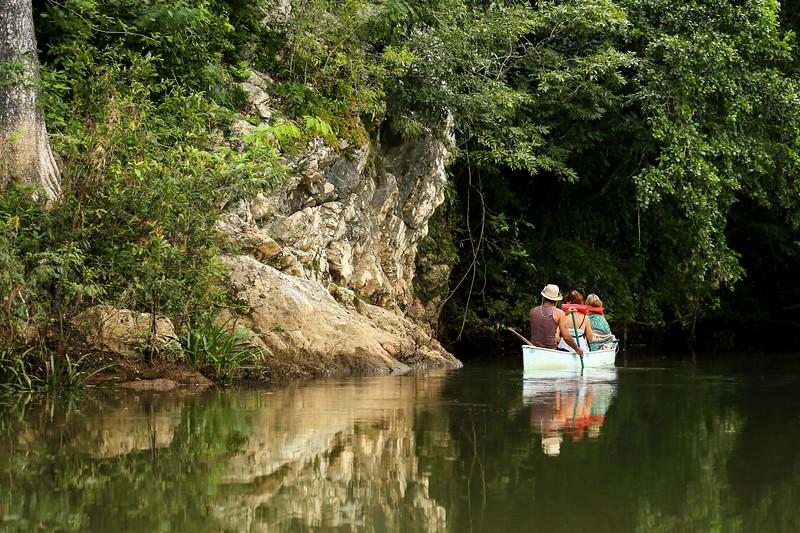 Pratt_Belize Canoe_05.jpg
