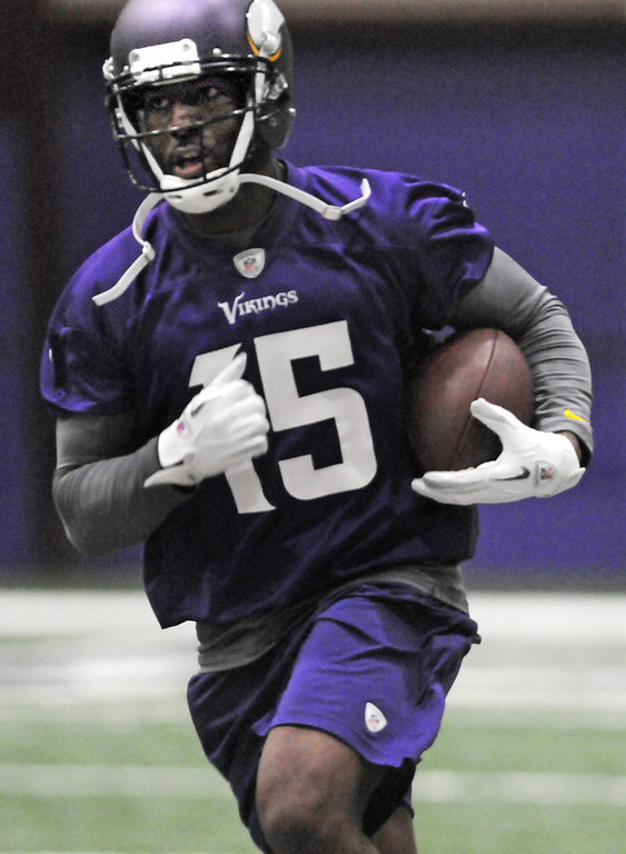 . Vikings wide receiver Greg Jennings makes a reception during practice. (Pioneer Press: Jean Pieri)