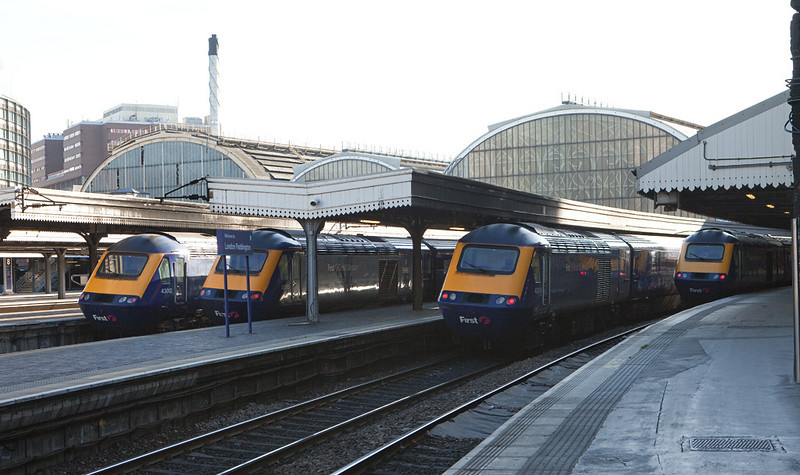 4 FGW HSTs in London Paddington station.