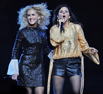 Little Big Town Plays The Well 2018