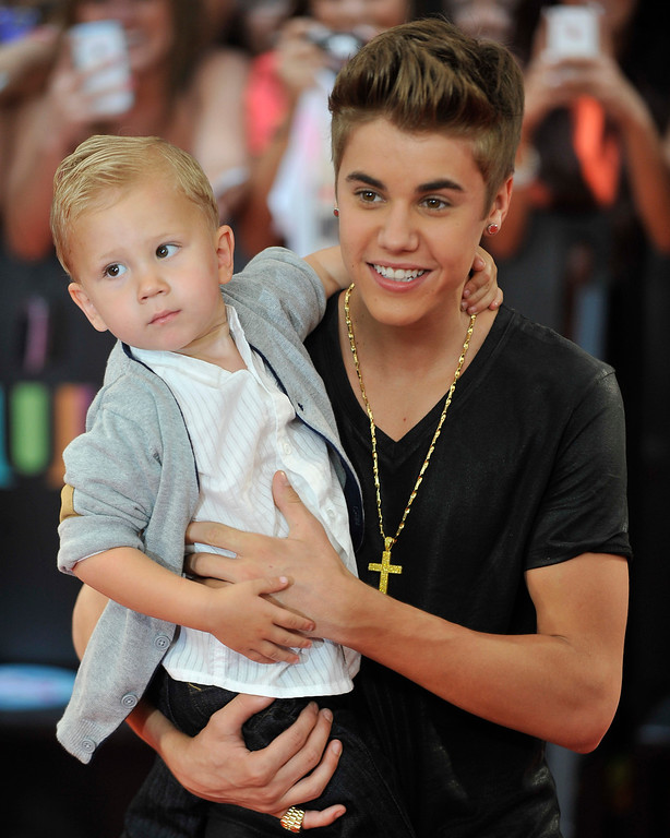 . TORONTO, ON - JUNE 17:  Jaxon Bieber and Justin Bieber arrive at the 2012 MuchMusic Video Awards at MuchMusic HQ on June 17, 2012 in Toronto, Canada.  (Photo by Jag Gundu/Getty Images)