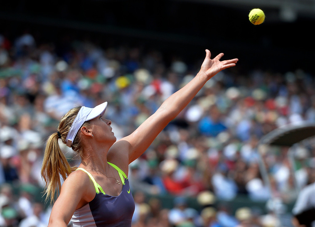 . Russia\'s Maria Sharapova serves to USA\'s Serena Williams during their French tennis Open final match at the Roland Garros stadium in Paris on June 8, 2013. AFP PHOTO / MIGUEL MEDINA/AFP/Getty Images