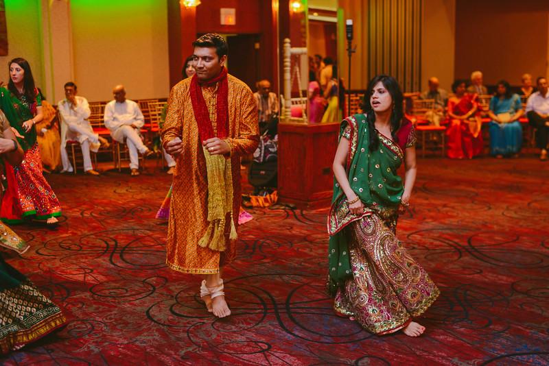 Charmi & Abhi Garba (250 of 578).jpg