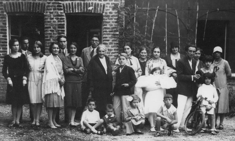 1929, Alpignano. The Tallone family .