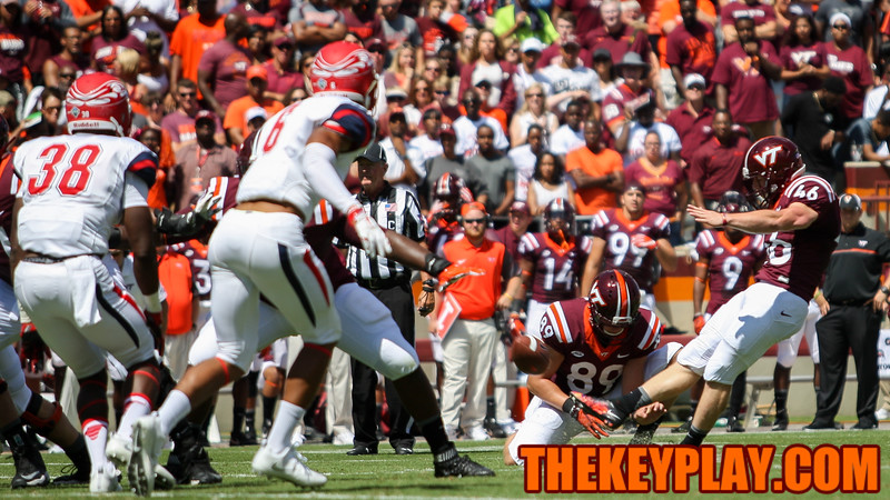 Kicker Joey Slye puts the hokies up 7 in the first quarter with the extra point. (Mark Umansky/TheKeyPlay.com)