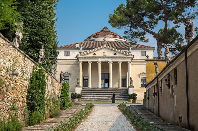 La Rotunda, Vicenza.jpg