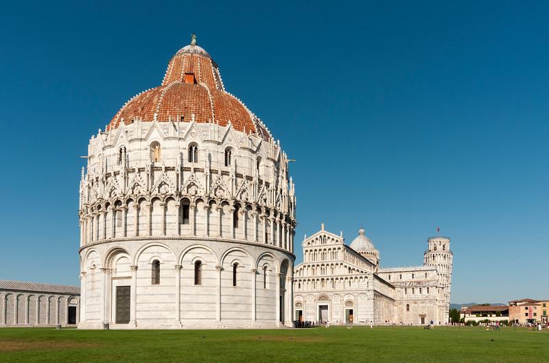 Baptistry of St. John (Battistero di San Giovanni) and Duomo (Cathedral) at Piazza dei Miracoli (Square of Miracles), Pisa, Toscana (Tuscany), Italy
