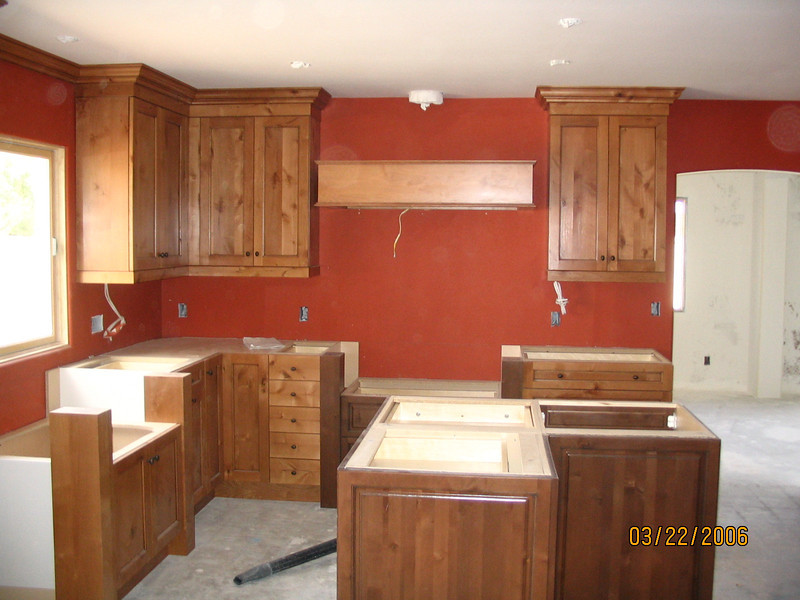 The flat panel drawers are now installed; going back a couple of pictures it was still the raised panel drawer fronts.