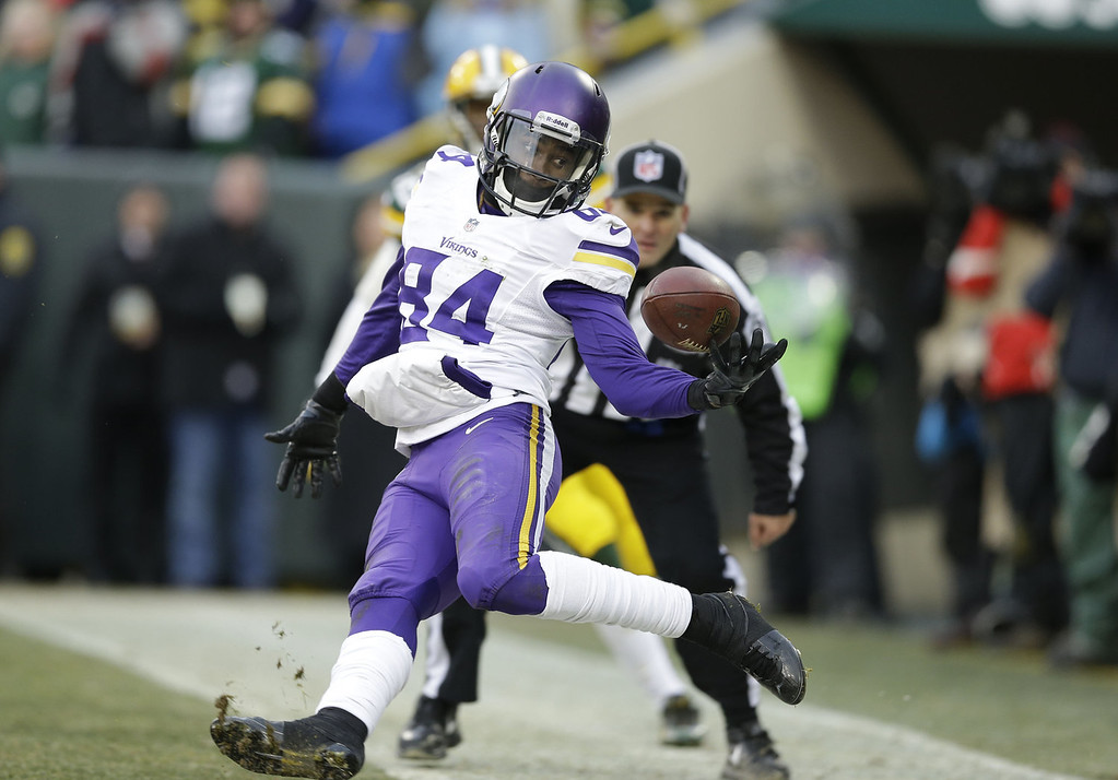 . Cordarrelle Patterson #84 of the Minnesota Vikings cannot hold onto the ball in the back of the end zone against the Green Bay Packers that would have won the game at Lambeau Field on November 24, 2013 in Green Bay, Wisconsin.  (Photo Tom Lynn /Getty Images)
