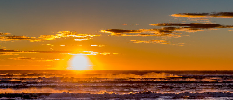 Sonnenuntergang bei Greymouth bei rauer See
