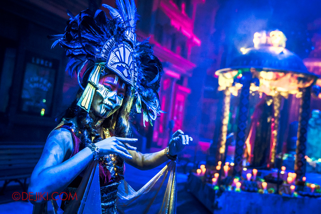Halloween Horror Nights 6 - March of the Dead scare zone / Priestess Warrior