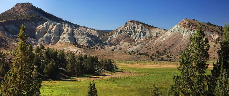 Bentonite hills high pano final sf.jpg