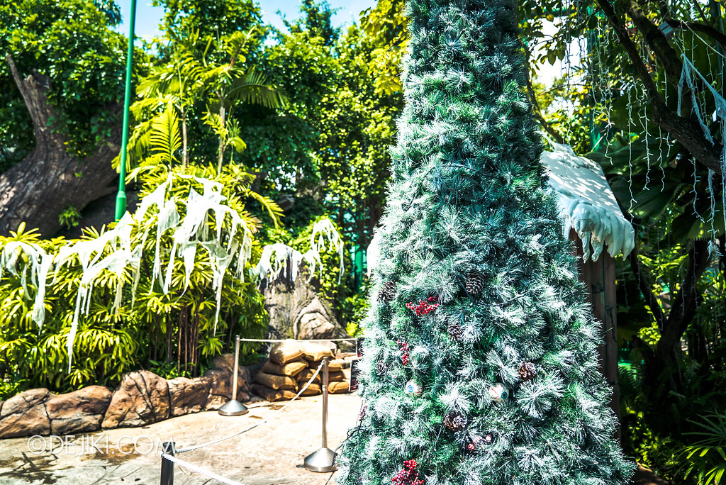 Halloween Horror Nights 7 Before Dark 2 Preview Update / Happy Horror Days scare zone - Christmas holiday zone tree