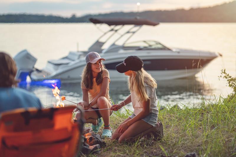 2021-SDX-270-Outboard-SDO270-lifestyle-family-camping-04407.jpg