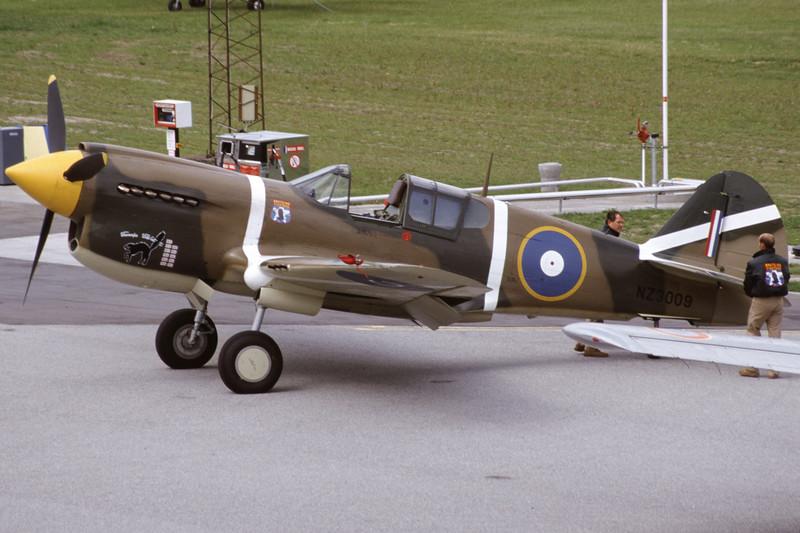 ZK-RMH-CurtissP-40EKittyhawk-Private-EKSB-2000-06-16-IK-35-KBVPCollection.jpg