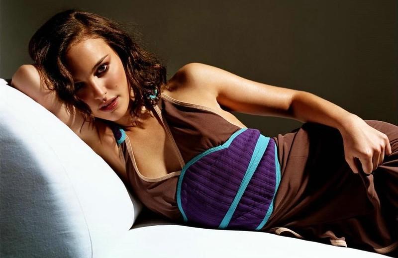 stylist-jennifer-hitzges-magazine-fashion-editorial-creative-space-artists-management-Natalie Portman (Esquire UK)_1.jpg