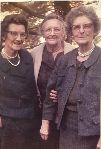 Robinson sisters mary conant ruth wheeler helen wright .jpg