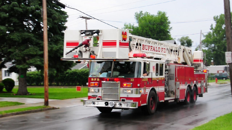 Buffalo Fire Ladder 10 responding