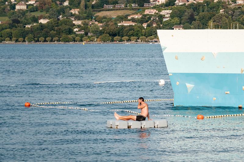 A man enjoying the summer at Bain des Paquis Geneva