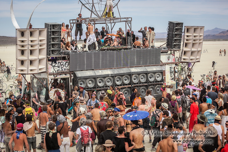 Robot Heart was one the most popular mobile EDM (electronic dance music) art cars at Burning Man.