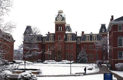 22541 Snow scenes on campus