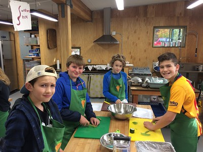 2016 6th Grade Field Trip to Green Plate Special