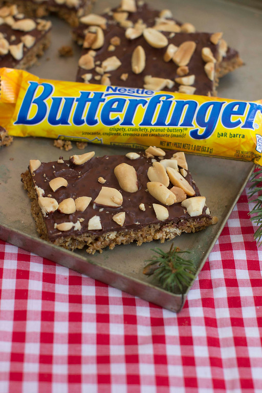 ". When it comes to holiday cookies, everything depends on the recipe and a few simple techniques. <a href=""http://www.morningjournal.com/lifestyle/20141128/recipe-a-holiday-cookie-inspired-by-butterfinger-candy-bars\"">Get the recipe for crackle bark, inspired by Butterfinger candy bar</a>. (AP Photo/Matthew Mead)"
