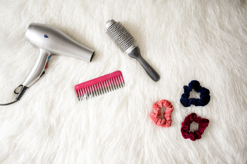 blow-dryer-brush-comb-973402.jpg