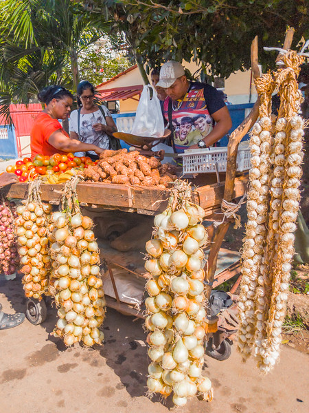 Havana Market onion cart.jpg