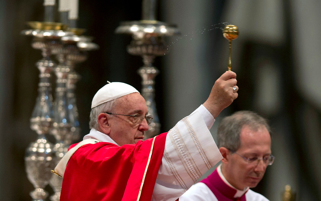. Pope Francis delivers his blessing during a wedding ceremony in St. Peter\'s Basilica at the Vatican, Sunday, Sept. 14, 2014.   (AP Photo/Alessandra Tarantino)
