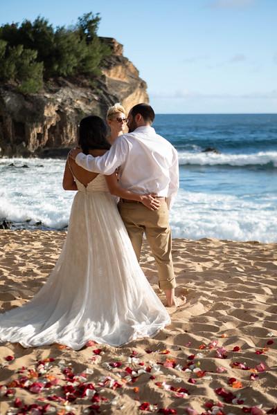 kauai wedding on shipwrecks-13.jpg