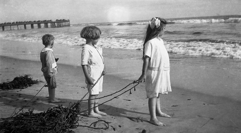 Gundlach_kids_beach.jpg