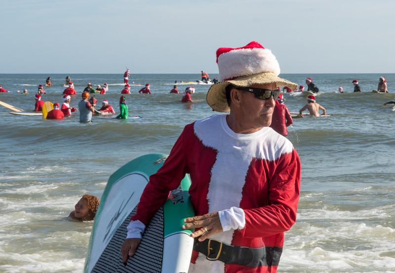 2017 Surfing Santas (10 of 21).jpg