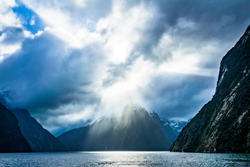Sun Beams, Milford Sound