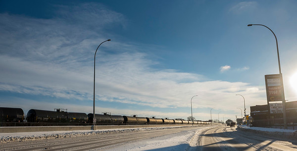 DAVID LIPNOWSKI / WINNIPEG FREE PRESS  Oil tank train cars along Donald Street Thursday December 27, 2018.