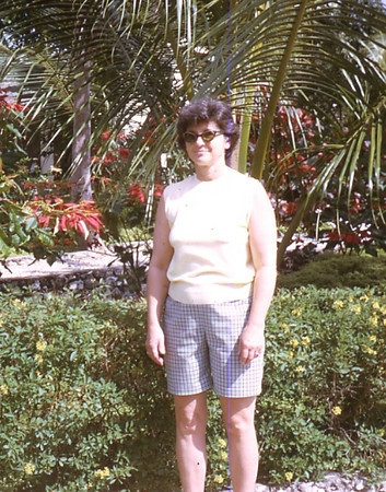 Mom's 90th BD pics 039.jpg