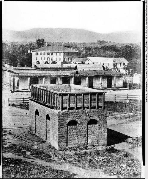 1890-WaterinPlaza.jpg