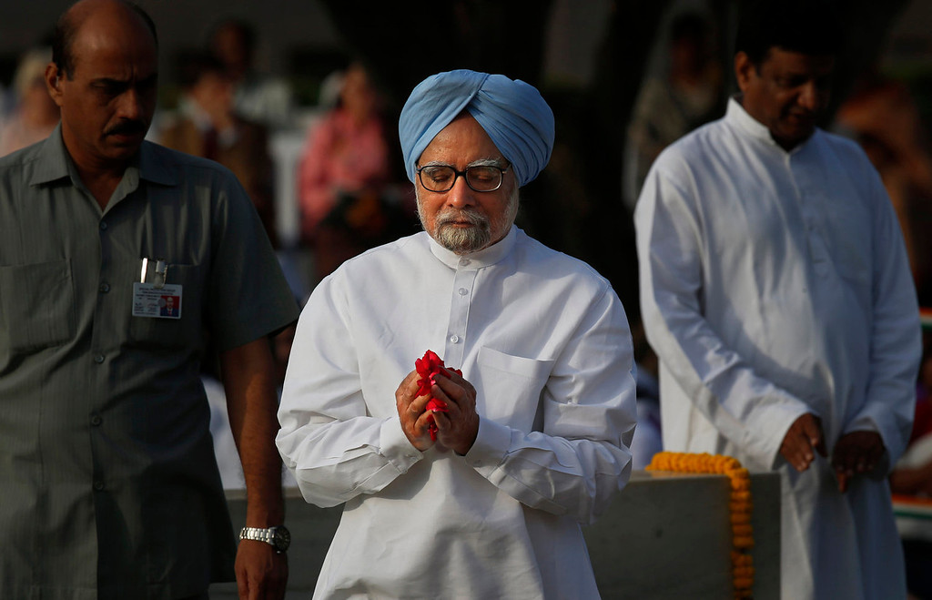 . Indian Prime Minister Manmohan Singh, offers prayers at a memorial of Mahatma Gandhi on the occasion of his birth anniversary, in New Delhi, India, Wednesday, Oct. 2, 2013. (AP Photo/Saurabh Das)