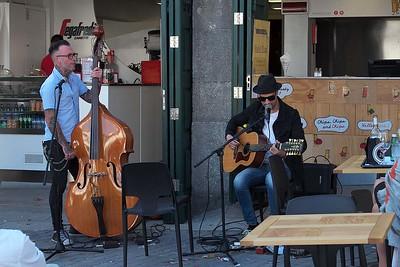 Street musicians on Rua Augusto Rosa, Fontainhas