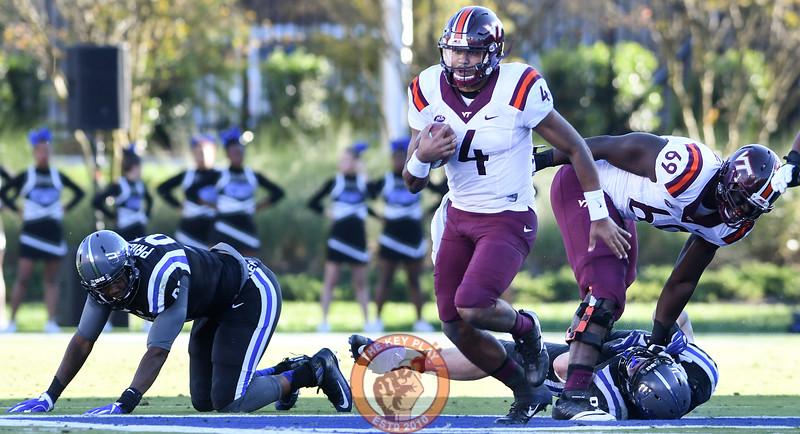 Virginia Tech quarterback Jerod Evans (4) breaks through the line of scrimmage for a big run. (Michael Shroyer/TheKeyPlay.com)
