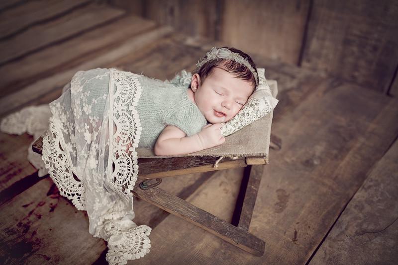 Newborn Lois--5.jpg