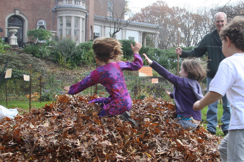 09.11.15 Family Fall Clean-Upf--28.jpg