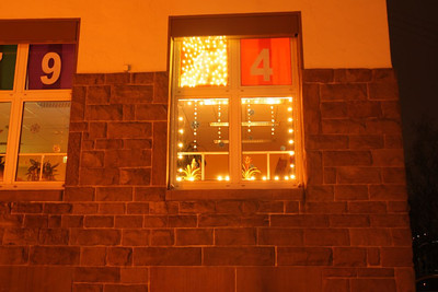 Koßmannschule als Weihnachtskalender Winter 2010