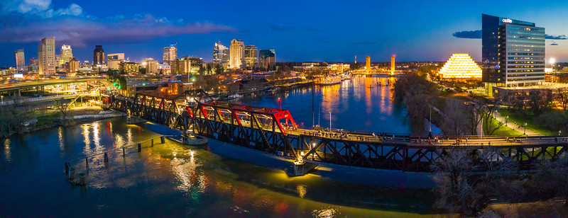 Panorama-I-Street-Bridge-Lantern-Festival-KellyHuston.jpg