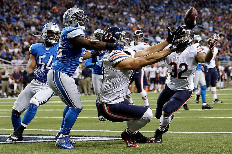 . Detroit Lions middle linebacker Stephen Tulloch, left, breaks up a pass intended for Chicago Bears tight end Kellen Davis, center, during the fourth quarter of an NFL football game at Ford Field in Detroit, Sunday, Dec. 30, 2012. The Bears won 26-24. (AP Photo/Rick Osentoski)